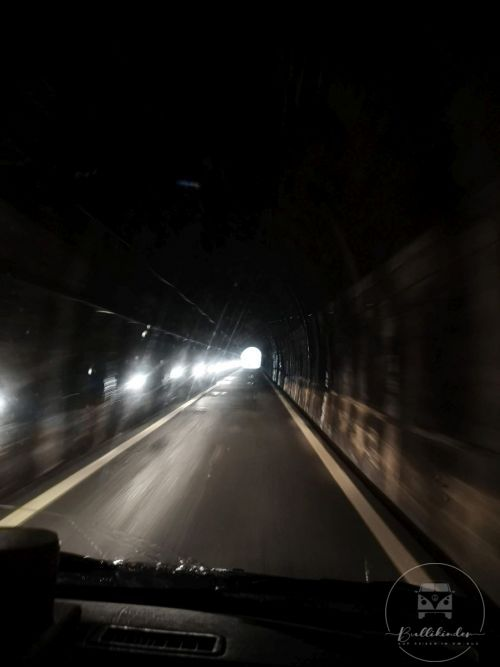 camping-smeraldo-tunnel-durchfahrt