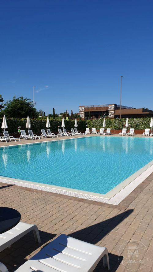 camping-in-town-florenz-pool2