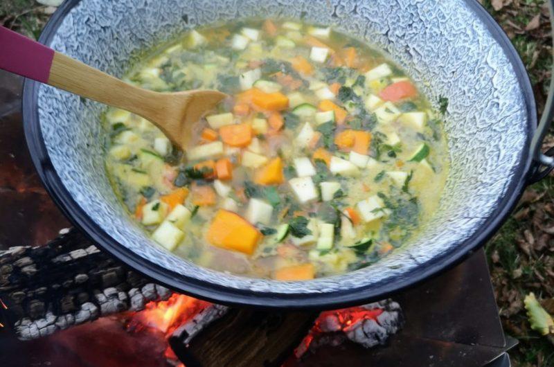 Gemüsesuppe vom Lagerfeuer